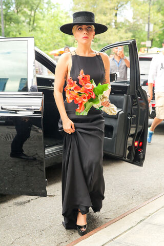File:8-3-16 Arriving at Tony Bennett's apartment in NYC 001.jpg