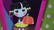 S2 E13 Scraps with pumpkin