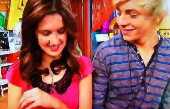 File:Austin and Ally smiling.jpg