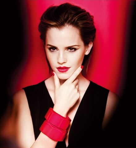 File:Gloss-In-Love-For-Lanc-me-Behind-The-Scenes-emma-watson-35556558-550-599.jpg