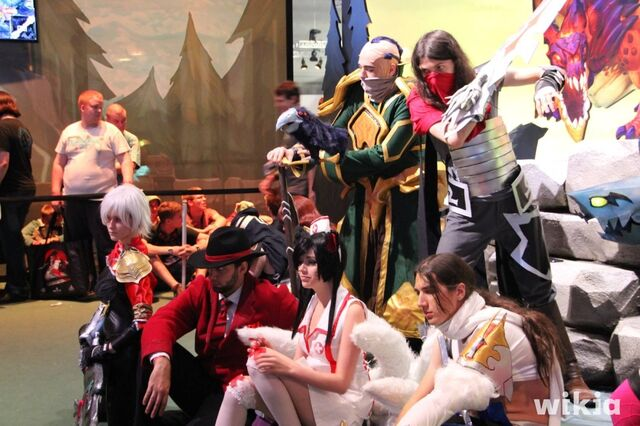 File:JAlbor Gamescom Cosplay Group Photo.JPG