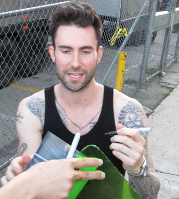 File:Adam-levine-signing-autographs-for-fans-06212011-lead.jpg