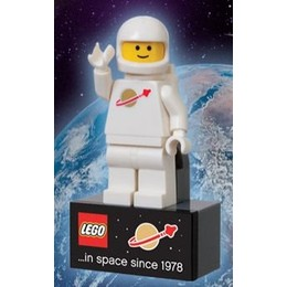 File:105314366-260x260-0-0 Lego+LEGO+Exclusive+Spaceman+Magnet.jpg
