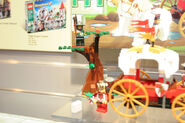 LEGO Toy Fair - Kingdoms - 7188 King's Carriage Ambush - 06