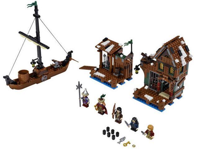 File:Lake town set.jpg