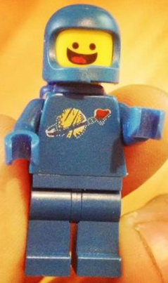 Archivo:Benny minifig.png