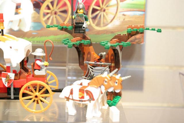 File:LEGO Toy Fair - Kingdoms - 7188 King's Carriage Ambush - 04.jpg