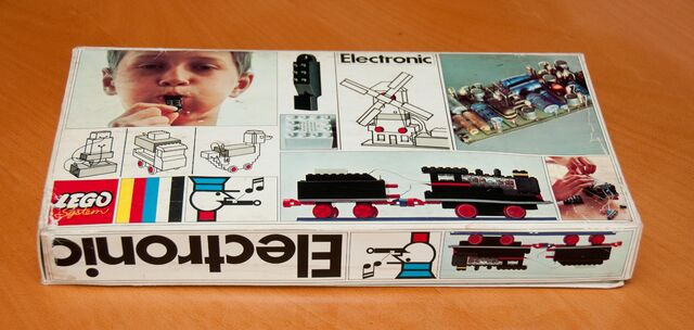 File:118 Electronic Train bottom box.jpg