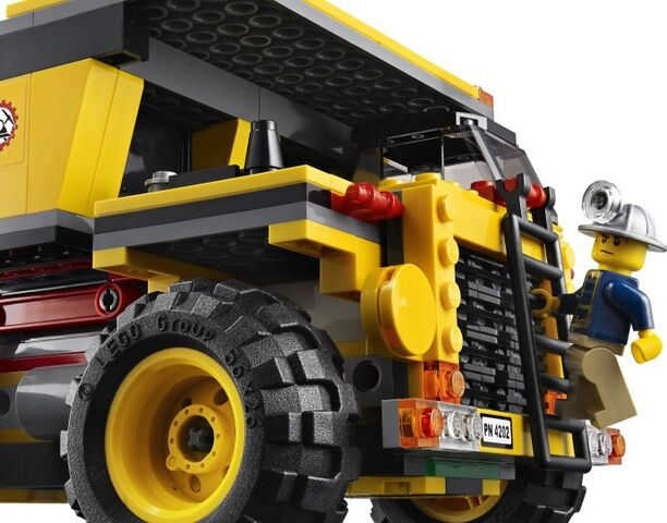 File:4202 mining truck al1.jpg