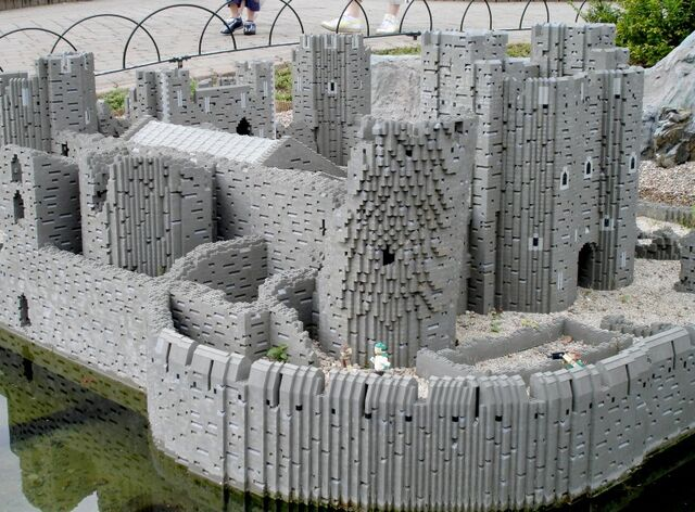 File:Lego Caerphilly Castle 2.jpg