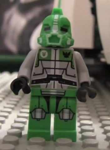 File:GreenBotFront.png