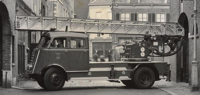 File:1952-brandweer-trucks-daf-a50-opbouw-metz-nb-22-74.jpg
