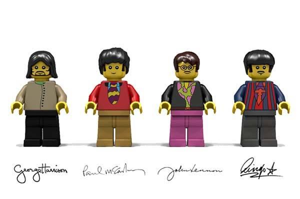 File:Beatles yellow submarine lego set 4.jpg