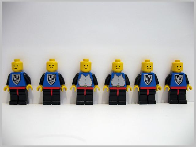 File:6074 Minifigures.jpg