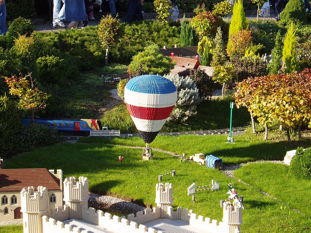 File:Hot air balloning.jpg