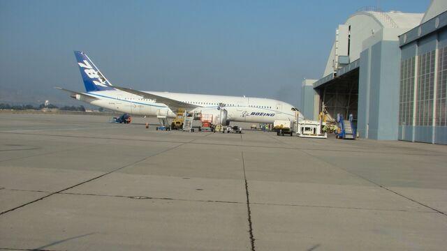 File:Boeing 787 at KSBD.jpg