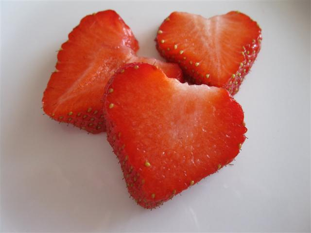 File:Strawberry hearts.jpg
