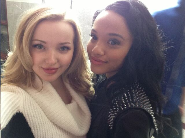 File:DOVE CAMERONN and kiersey.jpg