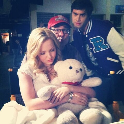 File:Dove Cameron Liv on Set.jpg