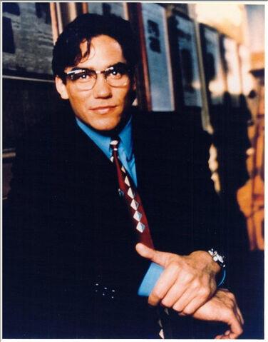 File:Clark Kent 2.jpg