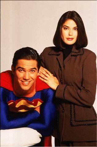 File:Lois and Superman 7.jpg
