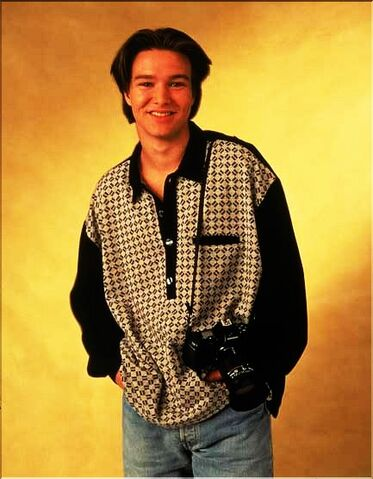 File:Jimmy Olsen (Justin Whalin) 3.jpg