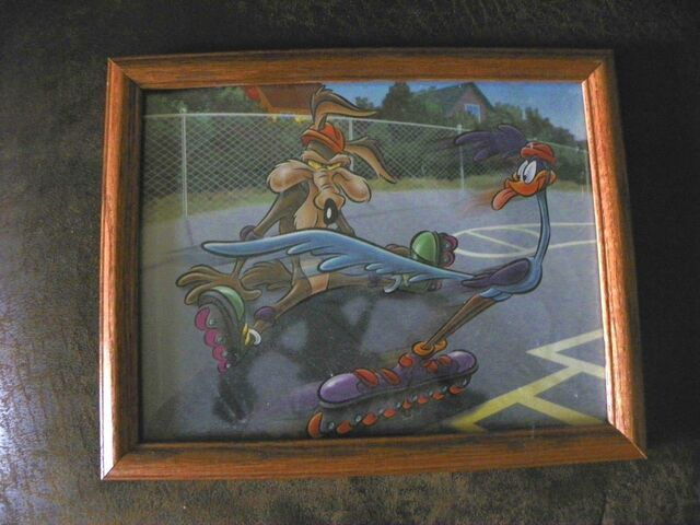 File:Road Runner Coyote WB Looney Tunes Picture Frame '90's 12x14 Rollerblading.jpg