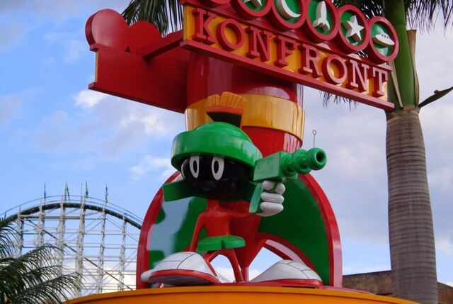 File:Marvin at theme park.jpg