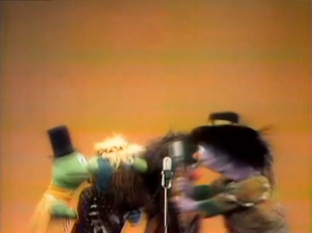 File:Hippies dance 2.png