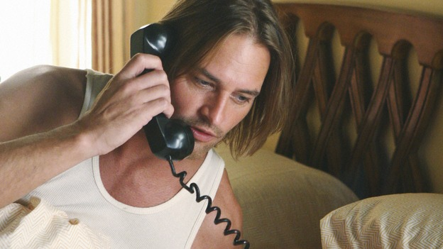 File:Sawyer recieves a call from Jin.jpg