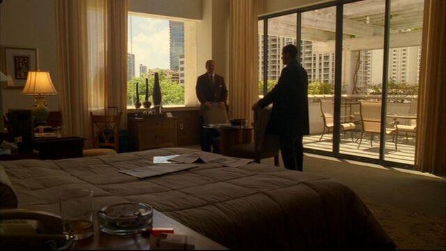Ficheiro:1x05hotelroom.jpg