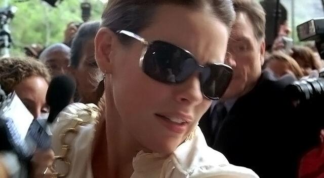 Ficheiro:4x04 Kate enters.jpg
