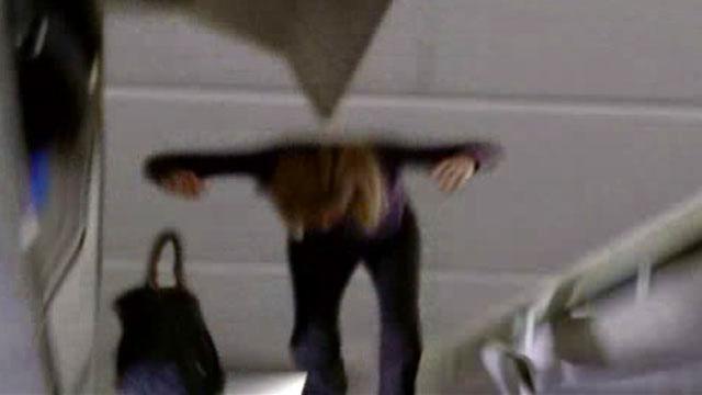 Ficheiro:1x02-ceilingperson-cgi.jpg