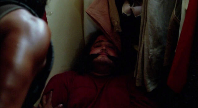 Archivo:4x03 Hurley in the closet.jpg