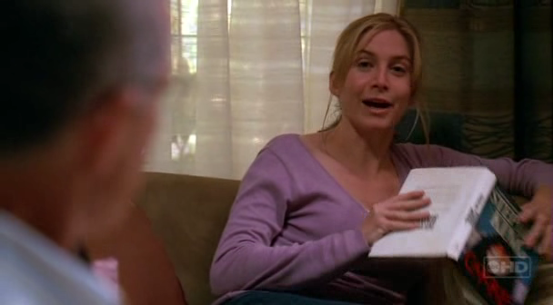 File:3x01-Juliet-Carrie.png