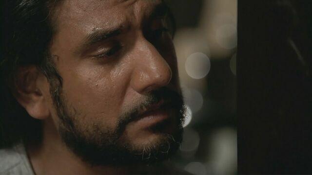 Ficheiro:4x03 Sayid crying.jpg