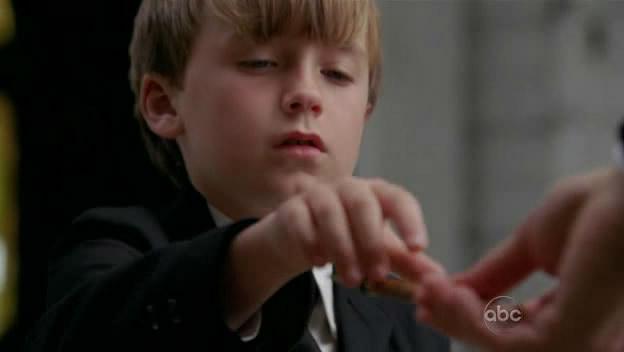 Ficheiro:S5-finale-Jacob-touches-Sawyer.jpg