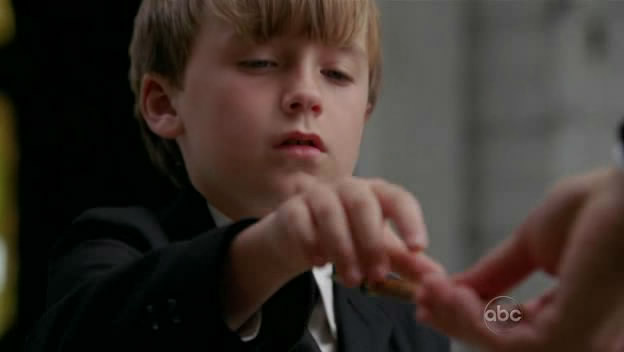 Archivo:S5-finale-Jacob-touches-Sawyer.jpg