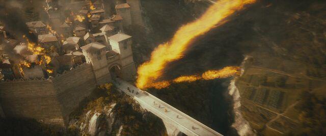 File:The-hobbit-reveals-dragon-smaug.jpg