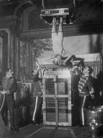 File:Houdini performing Water Torture Cell.jpg