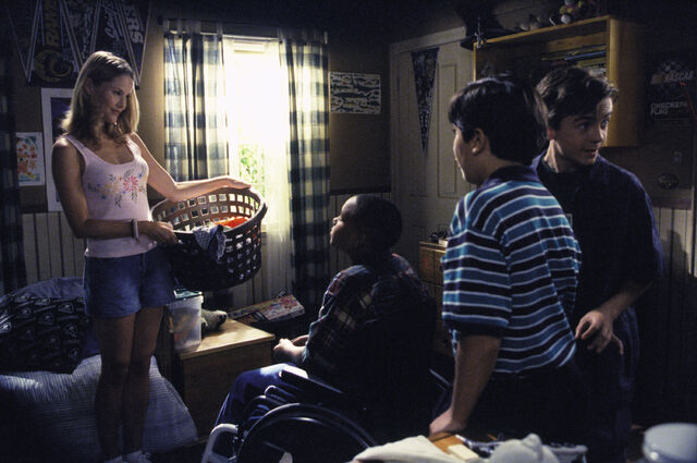 File:Malcolm In the Middle - Set Still - S02E06 (6).jpg