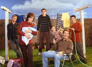 File:Malcolm in the Middle S5 Family 2 MITMVC -321x235.jpg