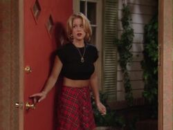 Married With Children Episode 9x3 - Kelly Breaks Out