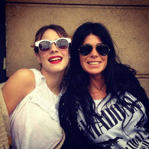 File:Tini y mom.jpg