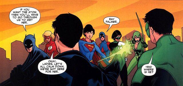 File:Justice League Earth-11 002.jpg