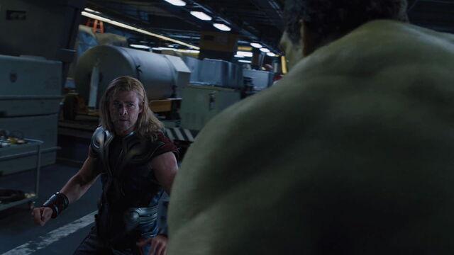 File:Thor-vs-Hulk-Avengers2.jpg