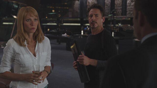 File:Pepper-Potts-Tony-Stark-Avengers.jpg