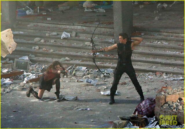 File:Elizabeth-olsen-aaron-taylor-johnson-avengers-2-set-photos-04.jpg