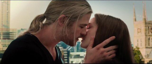File:Thor Jane kiss London.jpg