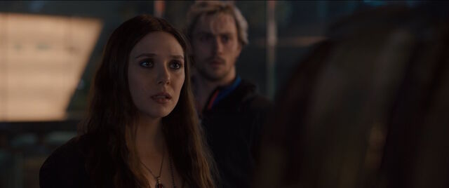 File:Scarlet-Witch-Meets-Vision-AAoU.jpg